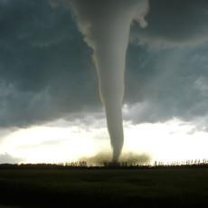 Торнадо қандай ҳосил бўлади? (видео)