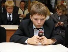 Нужен ли ученику мобильный телефон?