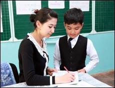 Сколько учителей имеют высшее образование в школах страны?