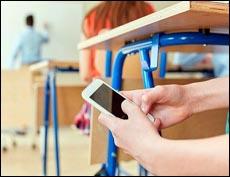 Имеет ли право учитель забрать телефон у ученика?